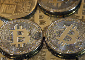 Bitcoin tumbles 'nothing preventing $2500 from being the bottom'