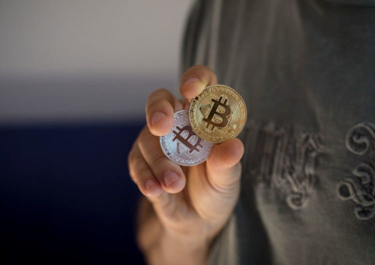Bitcoin Slips Under $6,000 As Rout Resumes