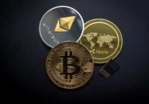 Bitcoin falls but Ethereum and Ripple start the month strongly
