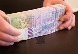Blockchain Adds to Swiss Money Laundering Risks, Finma Warns